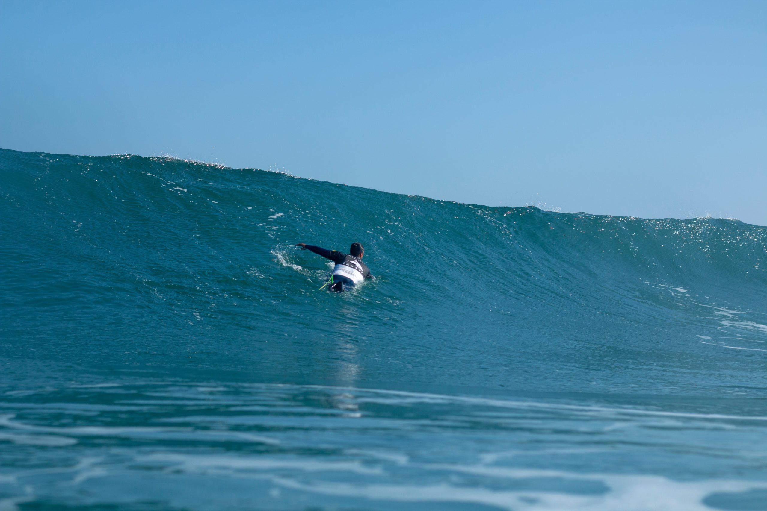 SURFING EN PLAYA DE SOMO CANTABRIA